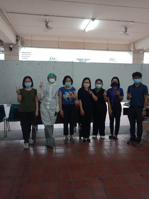 วันที่ 6 พฤษภาคม 2564 มหาวิทยาลัยสุโขทัยธรรมธิราช ร่วมมือกับ สสจ. ตรวจเชิงรุกตามมาตรการควบคุมโรคโควิด-19 แก่คณาจารย์และเจ้าหน้าที่ภายในมหาวิทยาลัย โดยมี คณาจารย์จาก คณะสหเวชศาสตร์